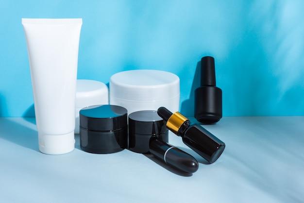 Набор косметических пакетов черный и белый
