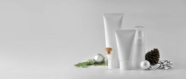 흰색 바탕에 화장품 세트입니다. 화장품 패키지 컬렉션 모의