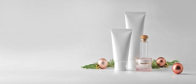 Набор косметических продуктов на белом фоне. косметическая упаковка макет коллекции.