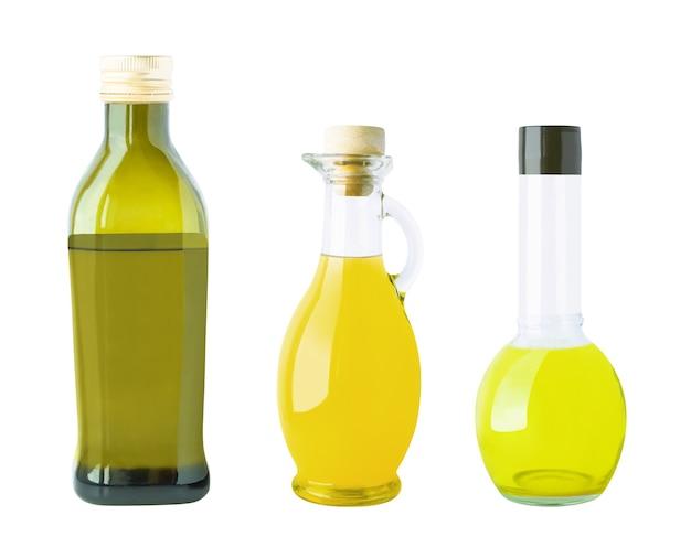 オイルの異なるボトルのセット。白い壁に隔離された食材と調味料