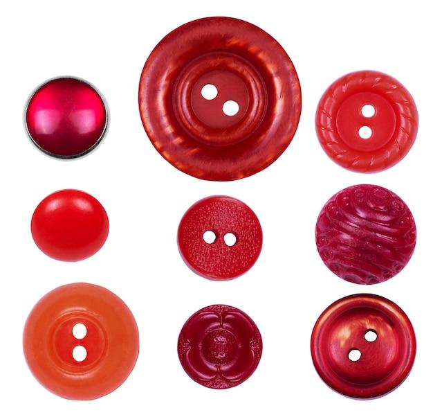 白い背景の上の異なる、新旧の赤いボタンのセット
