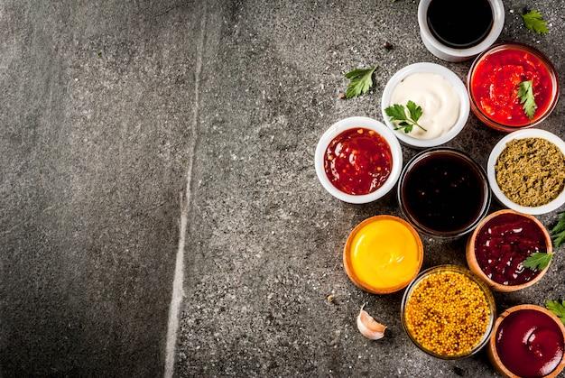 さまざまなソースのセット-ケチャップマヨネーズバーベキュー大豆照り焼きマスタードグレインヒルズペストアドジカチャツネtkemaliザクロソース