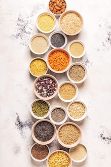 다른 superfoods- 전체 곡물, 콩 및 콩과 식물, 씨앗 및 견과류, 평면도의 집합입니다.