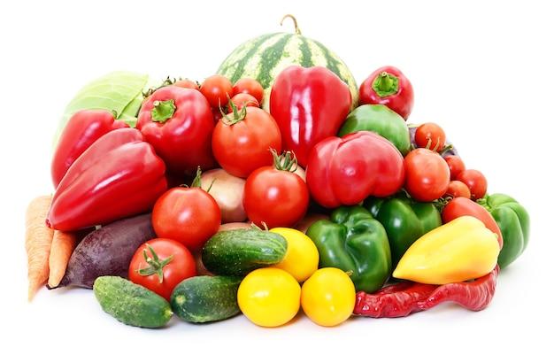 Набор различных овощей, изолированные на белом.