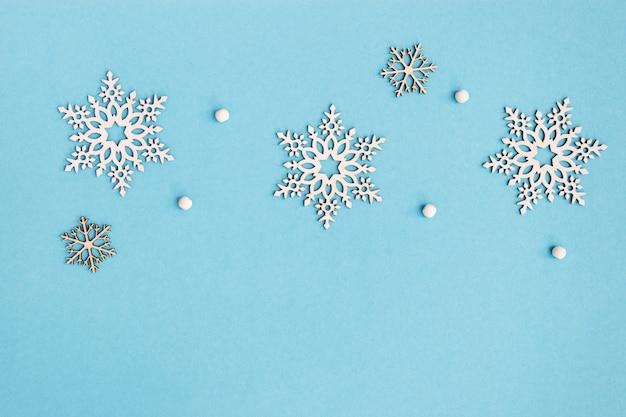 別の木製雪片、クリスマスと新年の背景のセット