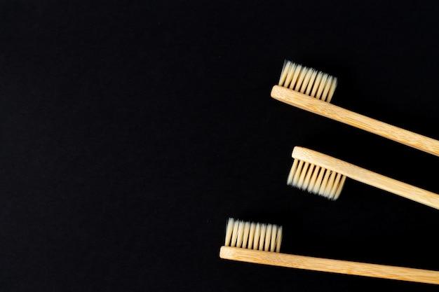 環境にやさしい竹の木製生分解性歯ブラシのクローズアップのセット