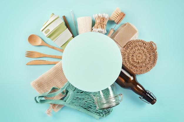 Набор экологических продуктов с рамкой круга для текста. концепция нулевых отходов. квартира лежала с copyspace.