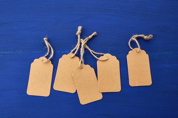 Набор пустых коричневых пустых тегов для одежды и других целей