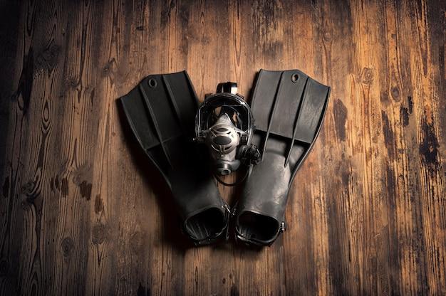 スキューバダイビング用の機器一式。スポーツ、レクリエーション、旅行の概念。
