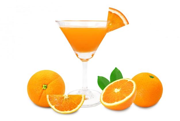 白で隔離される新鮮なオレンジ色の果物のセット