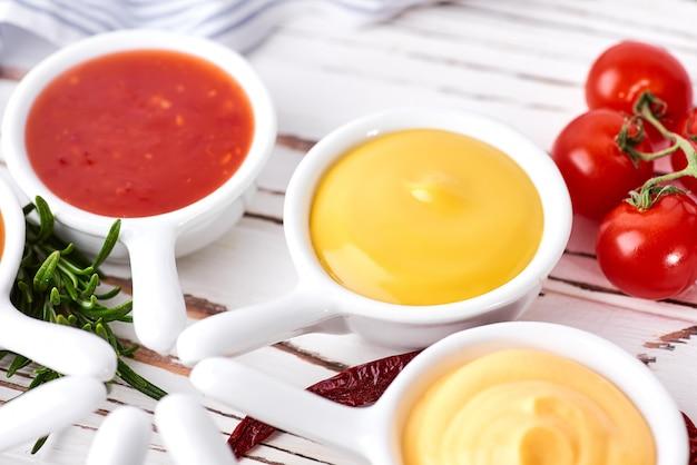 Набор домашних соусов - кетчуп, майонез, горчичный соевый соус, соус барбекю, чимичурри, горчичные зерна.
