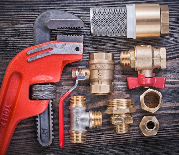 Набор инструментов для обслуживания на деревянной доске