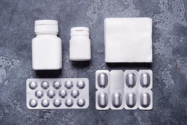 Набор медицинских контейнеров и блистерная упаковка для пилс