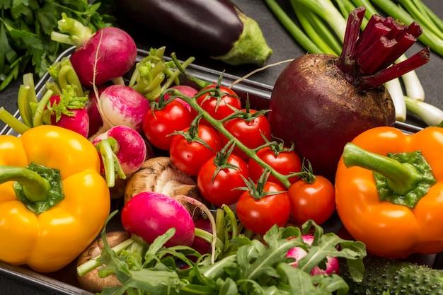 色とりどりの野菜のセットです。きれいな食べ物