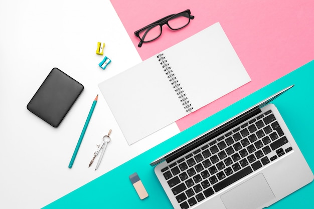 オフィス文具および消耗品、トップビューのセット