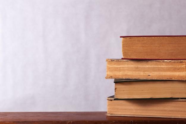 열린 시트와 오래 된 책을 설정합니다.