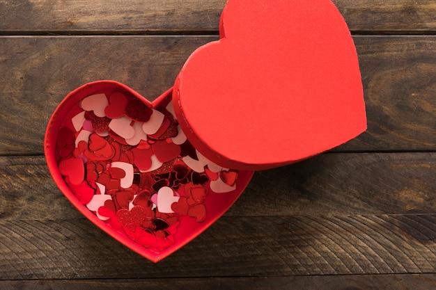 Набор украшений маленькие разноцветные сердечки в красной подарочной коробке
