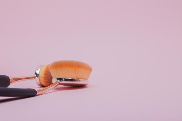 化粧用楕円形ブラシのセット