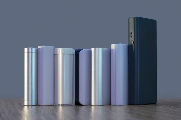 나무 테이블에 서로 다른 크기의 전원 은행 세트. 휴대용 충전기 선택.