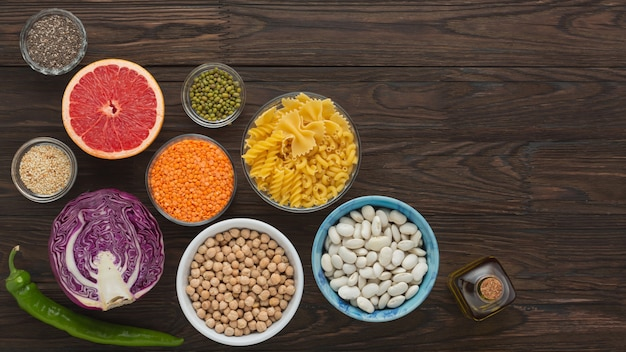 製品のバランスの取れた栄養マメ科植物、野菜、ハーブ、果物のセット