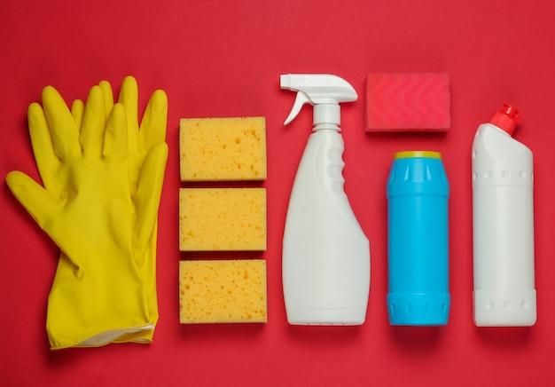 빨간색 배경에 집 청소를위한 제품의 집합입니다. 평면도.