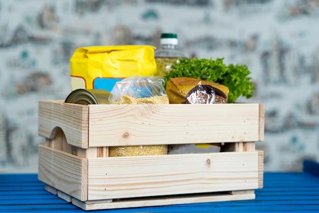 Набор продуктов, чтобы помочь людям во время пандемии