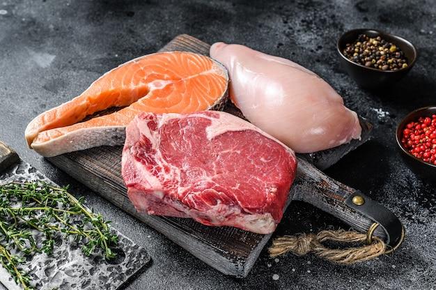 生肉ステーキサーモン、ビーフ、チキンのセット