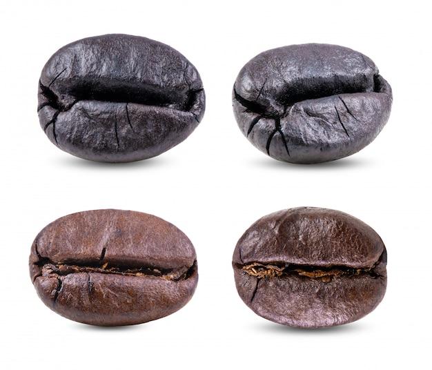 白いテーブルにローストコーヒー豆のセット