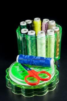 Набор швейной фурнитуры иглы разноцветными нитками