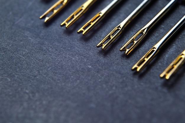 カラビナ付きミシン針のセット、金メッキ。