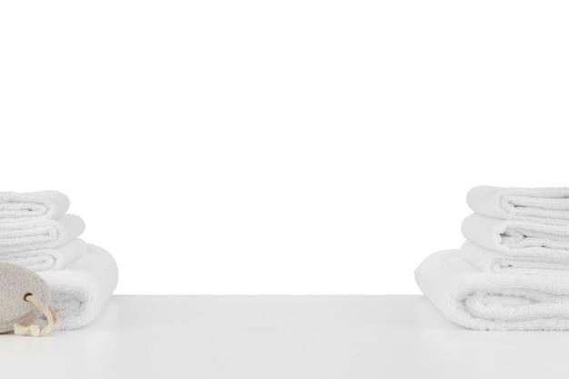 白で隔離の柔らかいスパタオルのセット