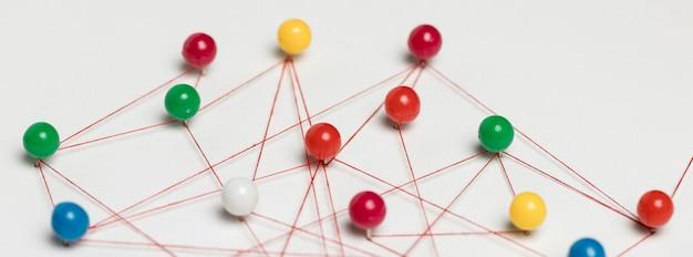 接続を作成するひな形ピンのセット