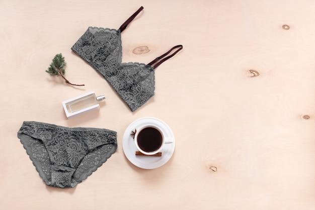 Комплект стильного сексуального кружевного белья с кофейной чашкой