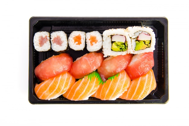 Набор суши питание на белом фоне
