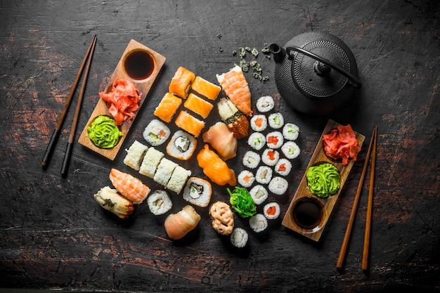 生姜と醤油の巻き寿司のセットです。