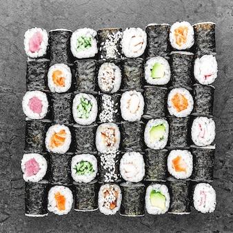 寿司のセット。伝統的な日本食