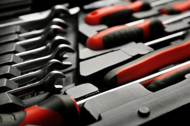 Набор инструментов для ремонта автомобилей в коробке, крупным планом
