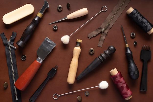 革製品を作るためのツールのセット
