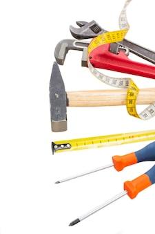 白い背景で隔離の修理のためのツールのセット