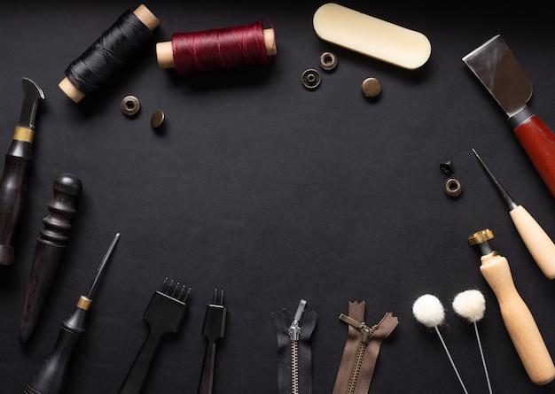 革製品を縫うためのツールのセット