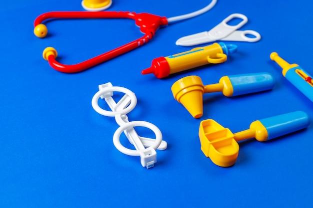 おもちゃの医療機器のセット。 無料写真