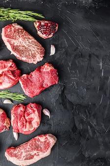 Набор различных альтернативных стейков из сырого мяса