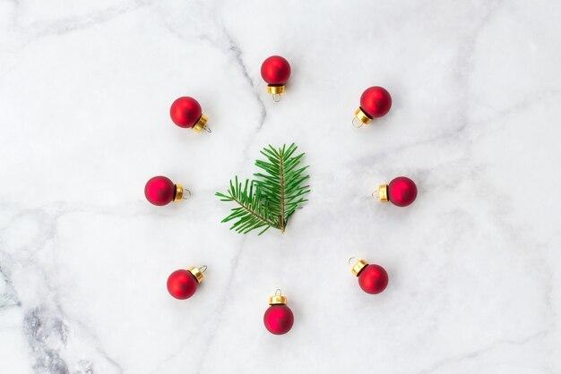 分離された様々なクリスマスの装飾のセット