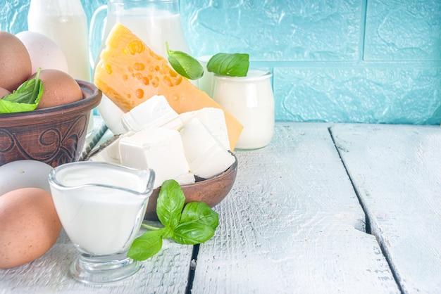 さまざまな新鮮な乳製品のセット