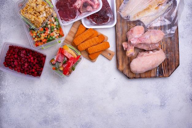Набор различных замороженных продуктов
