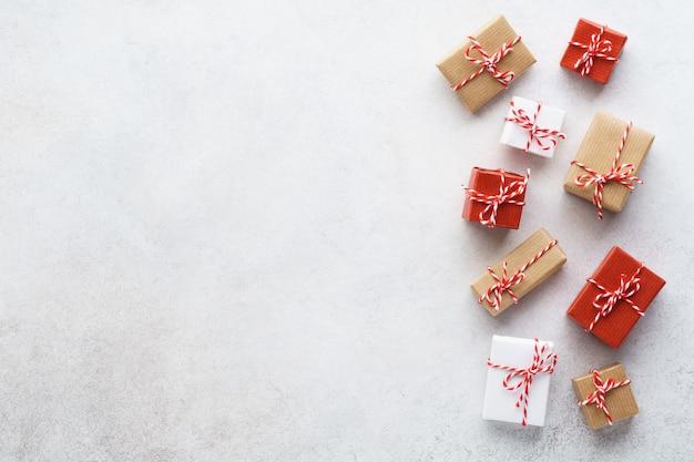 밝은 회색에 다양한 선물 상자 세트