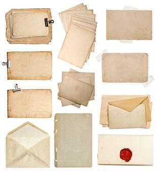 다양 한 오래 된 종이 시트의 집합입니다. 빈티지 사진 앨범 및 책 페이지, 카드, 흰색 배경에 고립 된 봉투