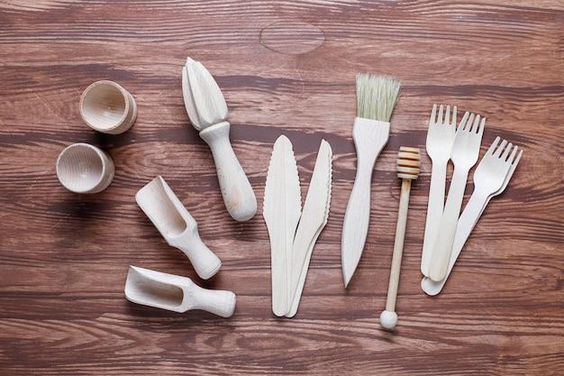 Набор деревянной посуды, вид сверху
