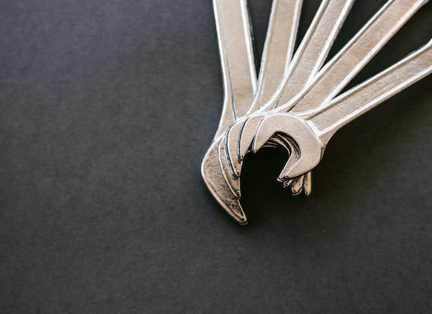 Набор ключей разного размера друг на друга