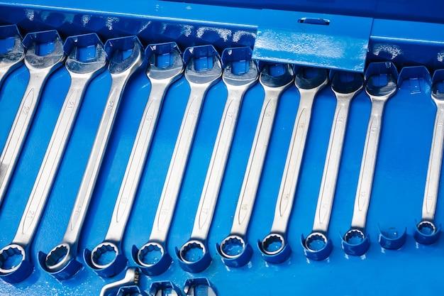 自動車修理用レンチ工具一式